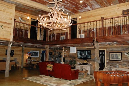 Hunting Lodge with 6 Bedrooms - Statesboro