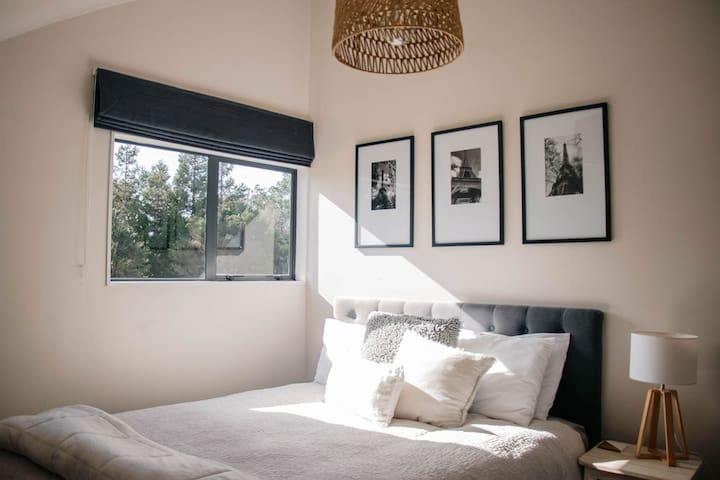 Bedroom 2. Queen Bed