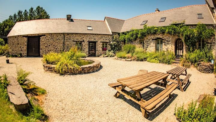 Luxury 17th Century Cottage sleeps 8 Heated pool