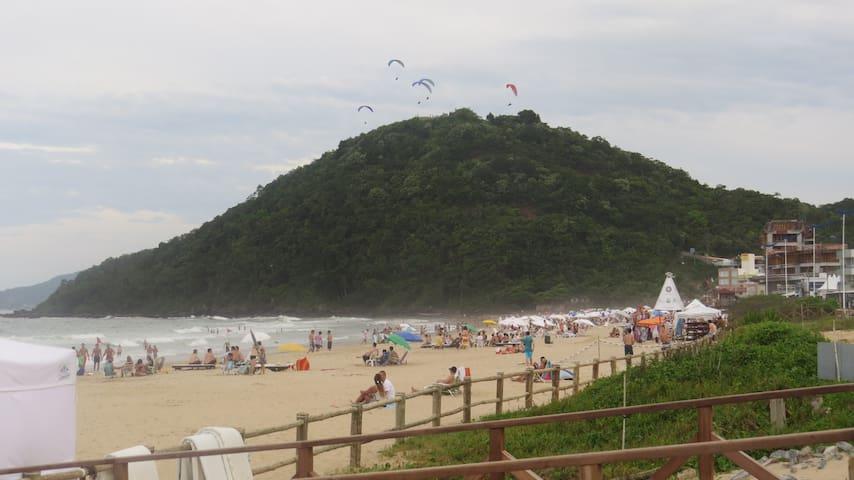 Apto de 1 quarto a 70 mts do mar, na Praia Brava