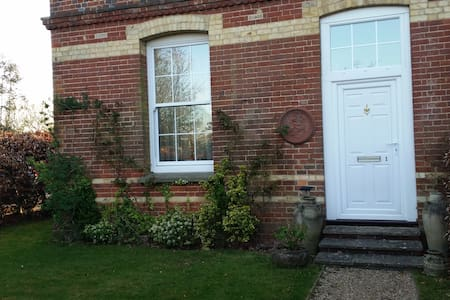 Beautiful Victorian house w gardens - South Chailey