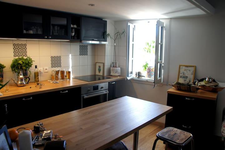 bel appartement 34 m2 sous les toits (sainte Anne)