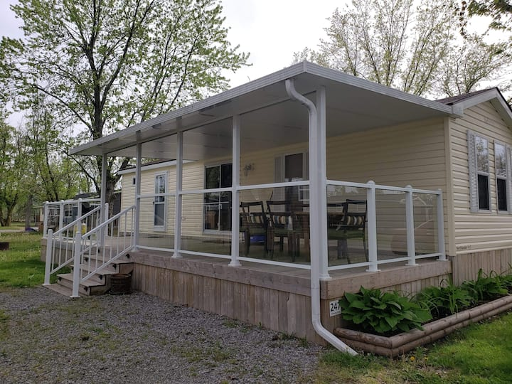 Affordable cottage  in Niagara Open from May- Oct