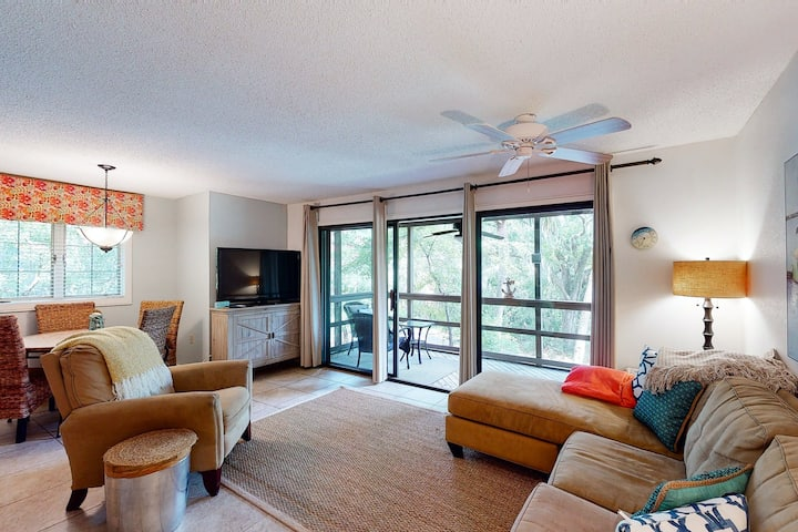 First floor villa with lagoon views from screened porch - steps from the beach!