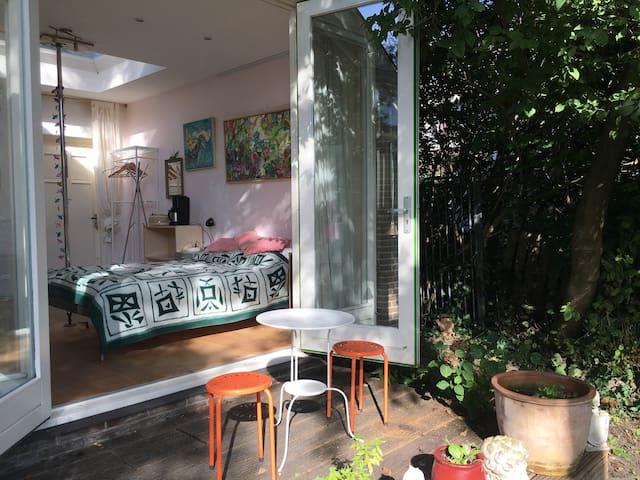 quiet garden studio near city centre