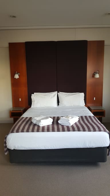 Hotel Style queen bed