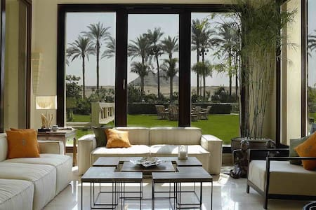 Your Luxury Family Villa Between The Pyramids!