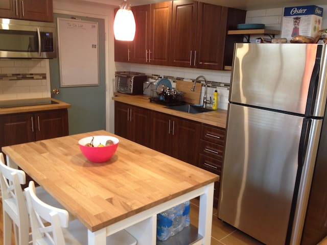 5 mins from the airport studio apartment - Toronto - Apartment