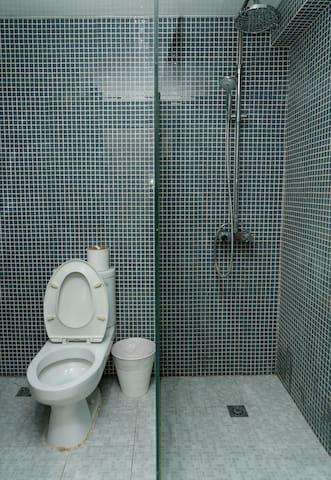 干净整洁的卫生间