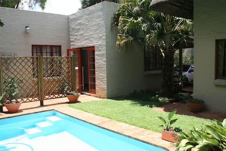 Comfortable cottage in peaceful neighborhood - Pretoria