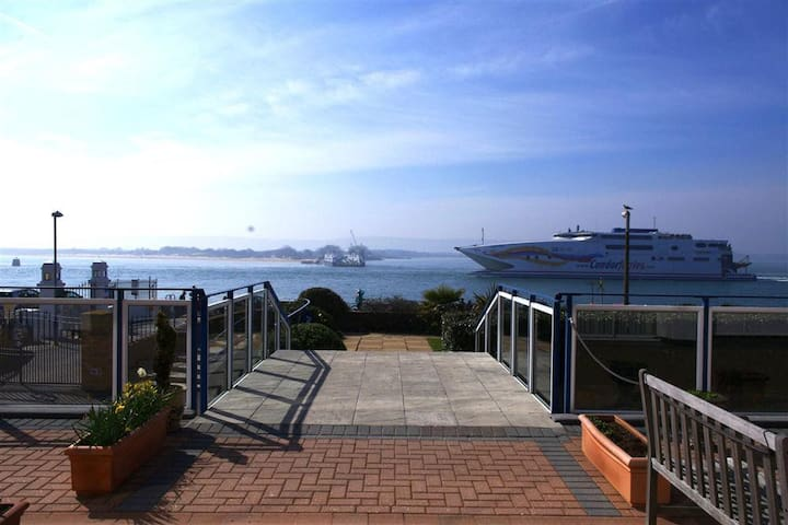 Large flat with stunning sea views over Poole Bay