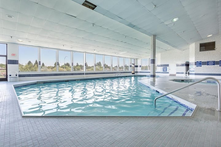 IDAHO FALLS, 2 AMAZING UNITS! POOL, SPA, JACUZZI!