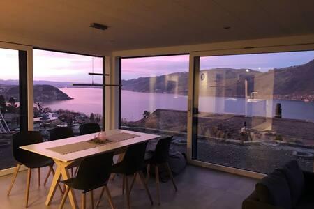 Moderne Unterkunft mit Panoramablick auf Thunersee