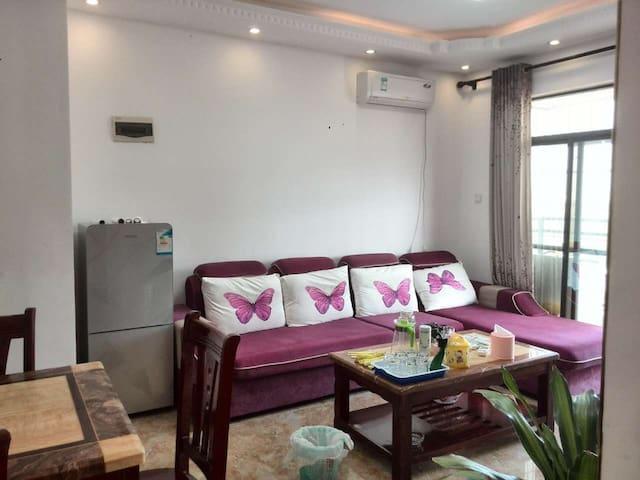 市中心近海舒适安全可以吃海鲜的三房两卫电梯新房 - Beihai