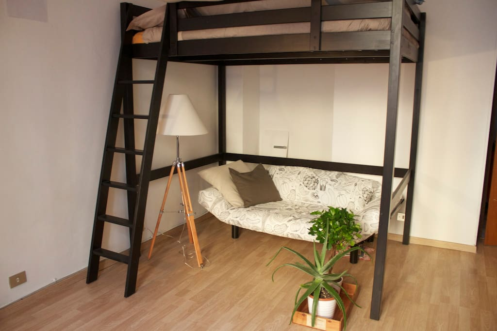 Bedroom: Qeen-size bunk bed + extra bad (or sofà)