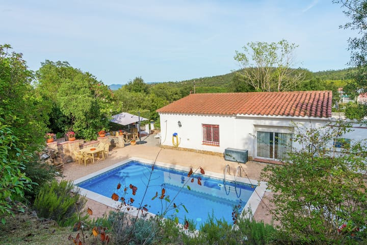 Well maintained holiday home in quiet surroundings with privacy and private pool