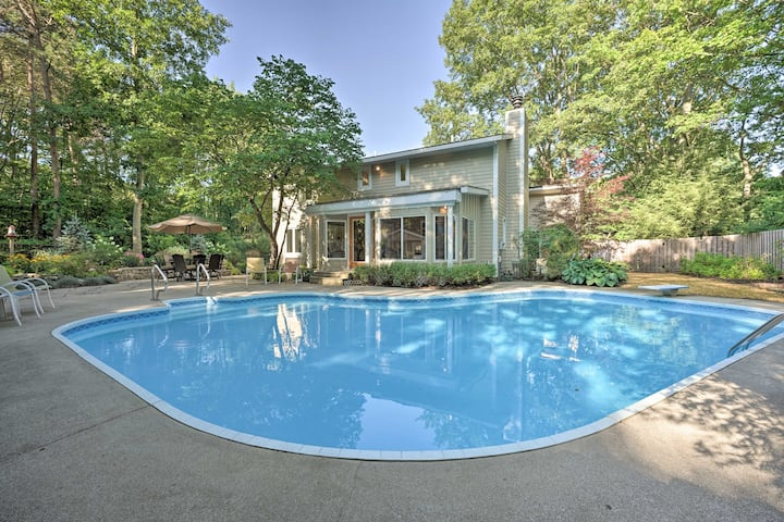 NEW! Lovely Holland Home w/ 1 Mi to Lake Michigan!
