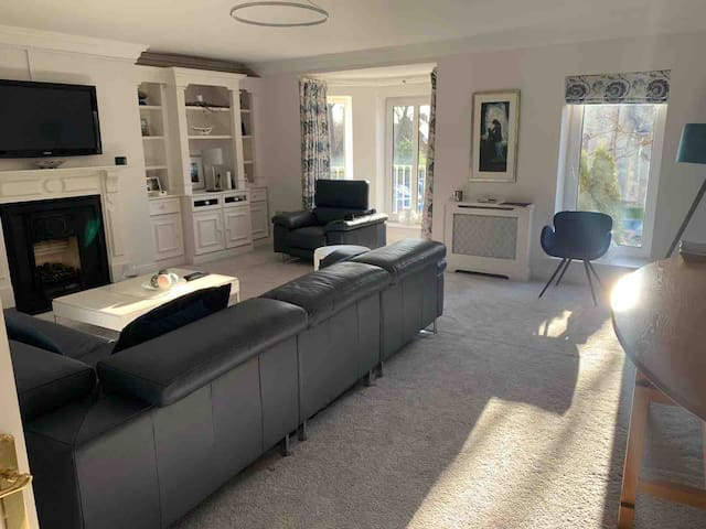 Luxurious and Spacious 3 Bedroom Apt.