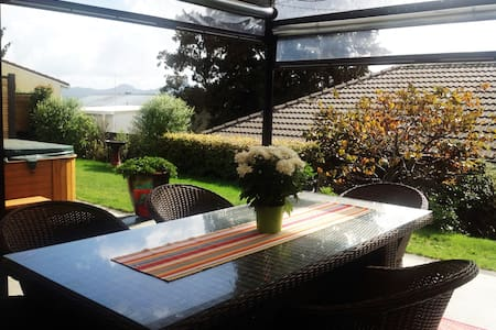 Modern and spacious guest suite, central Warkworth