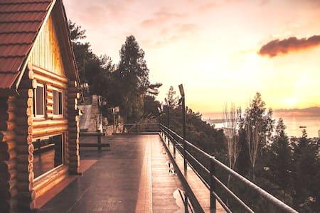 Log House Getaway / Best View in Lebanon