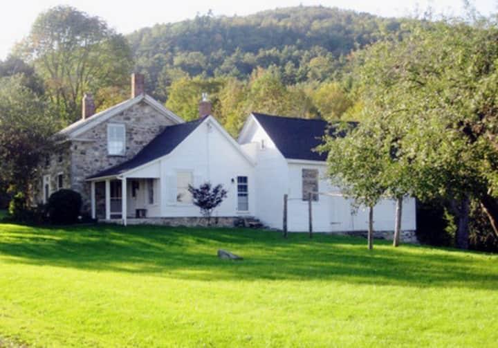Porcupine Farm--antique home with new kitchen!