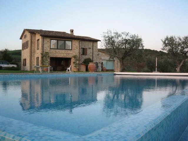 Beautiful panoramic country house infinity pool - Piedicolle - House
