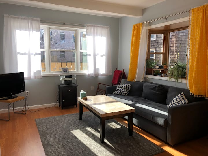 Private sunny home in the heart of Union Square