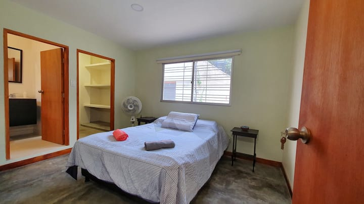 Central Cozy Private Bedroom with private Bathroom