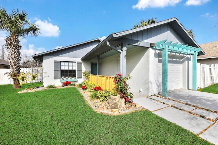 House near the ocean, private backyard, close to Daytona Beach