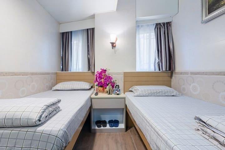 Twin Room in Kowloon [B6]