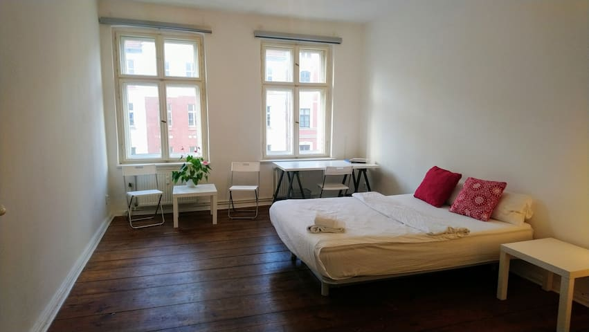 Spacious and calm room in Prenzlauerberg