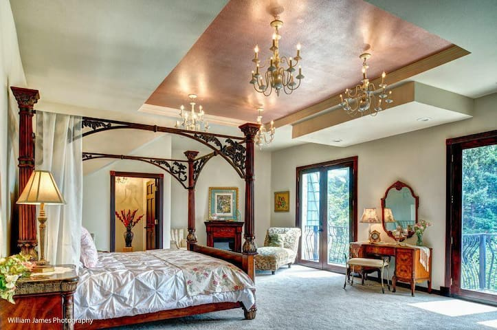 """""""The Moonridge suite is A luxurious and romantic suite with dramatic views, grand king canopy bed, and parlor seating in front of a cozy electric fireplace.  There is a private luxurious bathroom en suite and two private balconies with dramatic panoramic views of the Columbia River and Woodland Valley."""""""