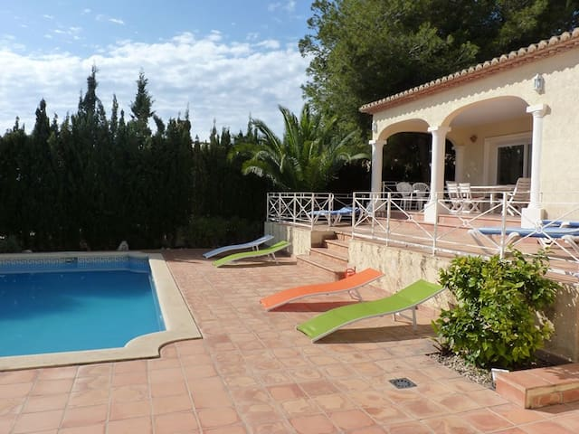 Detached house with pool only 900m from the sea - Calp - Casa