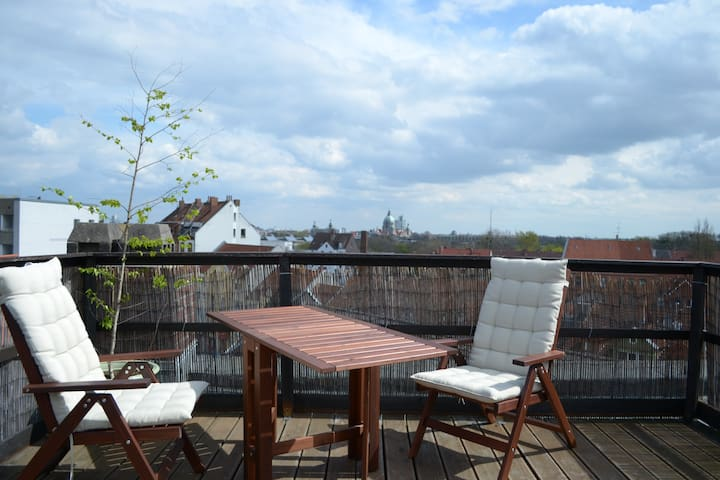 Cosy flat with rooftop garden / 30 minutes to fair