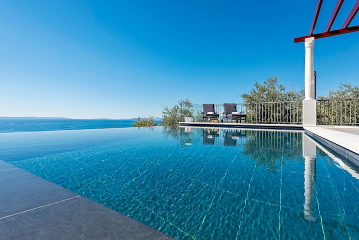 A Brand New Villa with INFINITY POOL