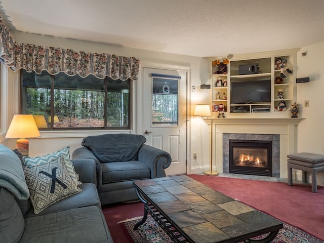 Brookside I A-401- Ski In Ski out Sunday River Condo