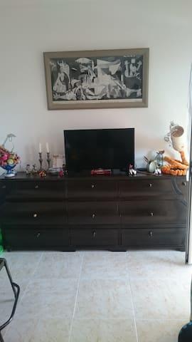 Beau studio avec balcon - Roses - Apartment