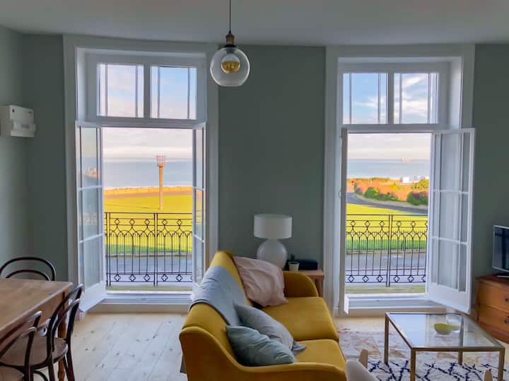 Charming Seaview Apartment with Balcony - Margate