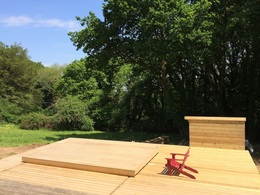 la piscine avec son rolling deck fermé: sécurité et élégance