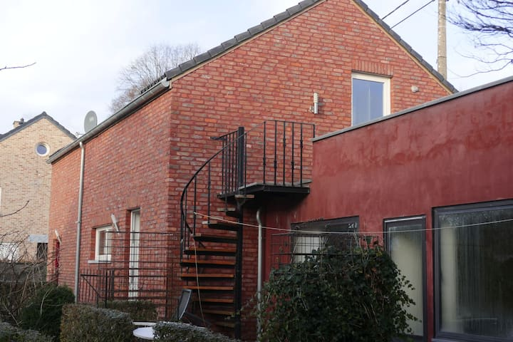 2 persons old school apartment nearby Liege