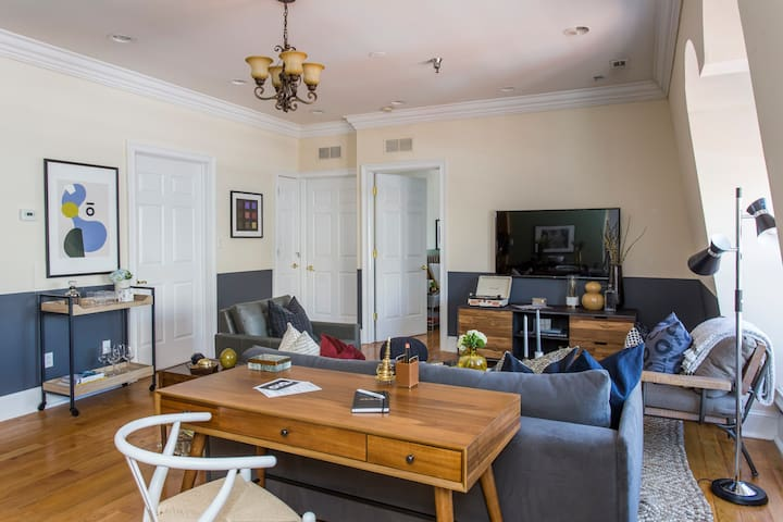 Central 2BR Apt near Independence Hall