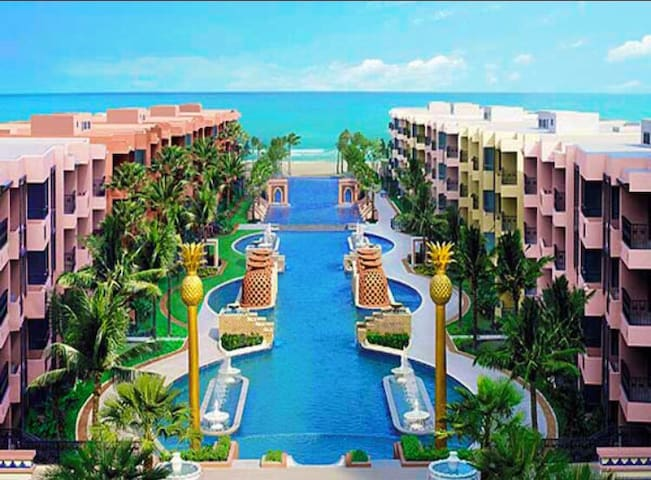 Luxurious beach front condo with BEST location - 후아힌(Hua Hin)