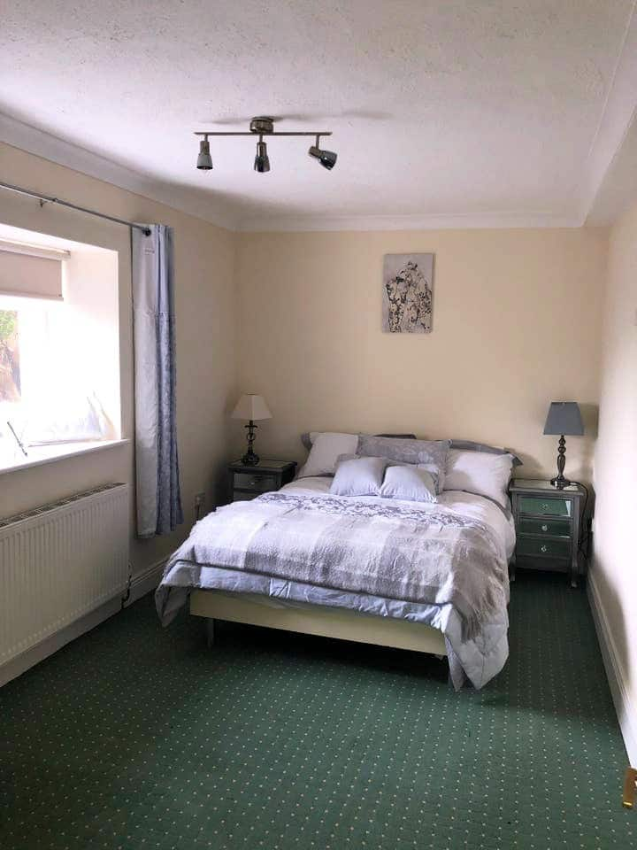 Beautiful 2 Bedroom Apartment just a bus to city