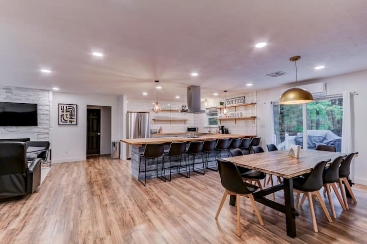 """""""Magnolia Country Modern"""" - Open Concept w 7 BRs"""