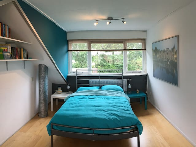 Mooie kamer vlak bij stad en platteland