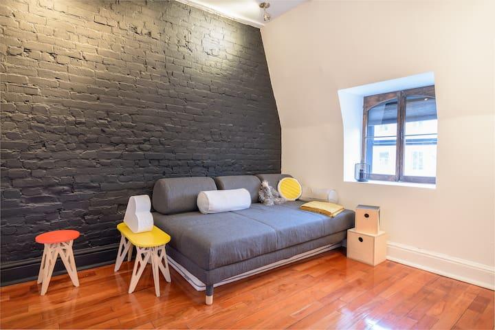 La seconde chambre est composée d'un lit double et d'un matelas simple d'appoint.
