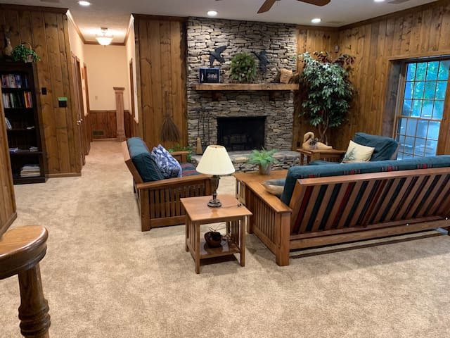 Beautiful log home apartment on Lake Lanier