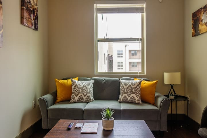 Chic Studio Apt Near the Park
