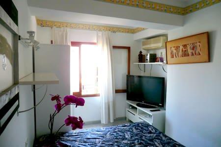 Schlafzimmer mit Doppelbett - Palma - Kondominium