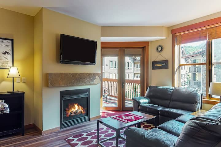Cozy condo w/ a private balcony, shared hot tub, and gym - walk to lifts!